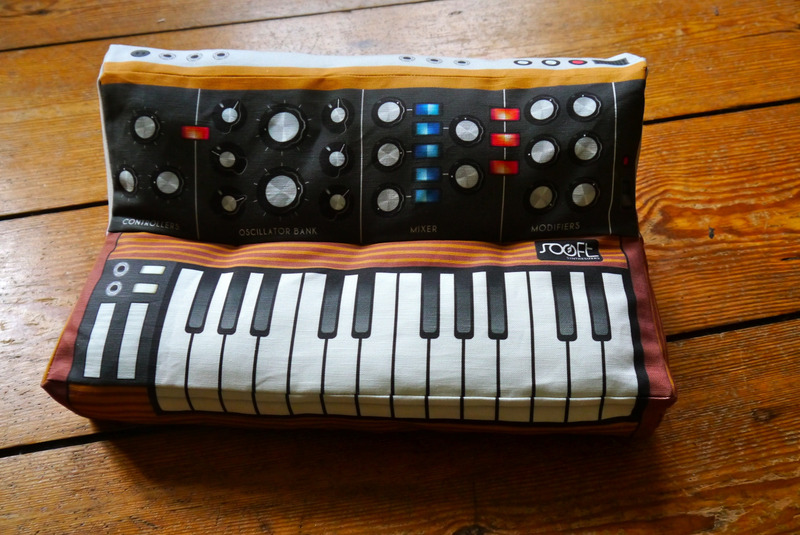 Synthesizer_Pillow